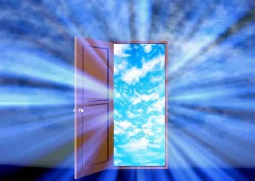 ドアが開く画像