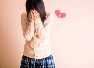 失恋をして泣く女性