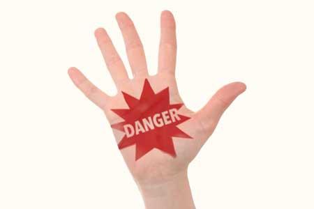 危険を記した手